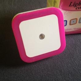 Szenzoros négyzet alakú rózsaszín LED-es éjjelifény