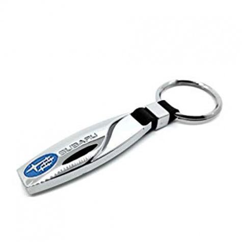 Subaru kulcstartó, táskadísz - ezüst színben, hosszúkás, gravírozott formában