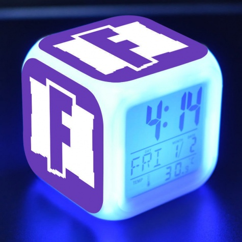 Fortnite éjjeli lámpa órával - lila logo színben