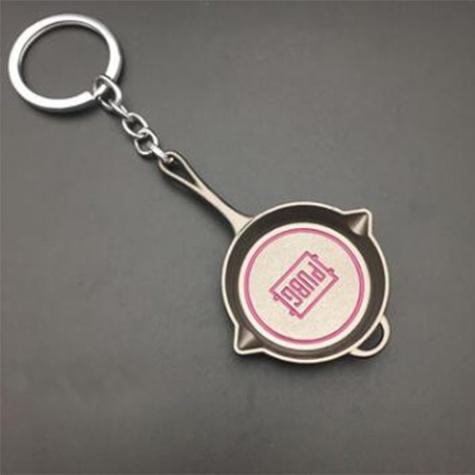 PUBG serpenyő kulcstartó, táskadísz - ezüst színben, rózsaszín felirattal