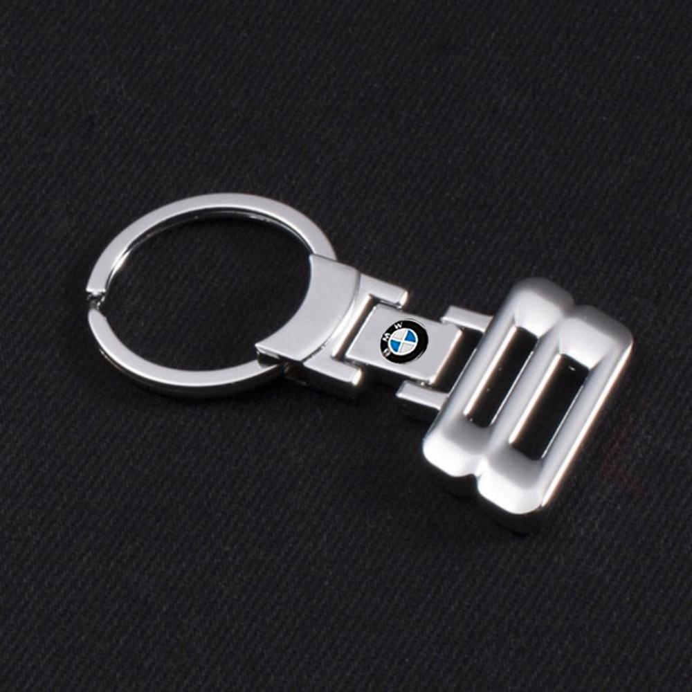 bmw-8-series-kulcstarto-taskadisz.jpg