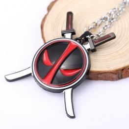 Deadpool nyaklánc - fekete maszk kardokkal